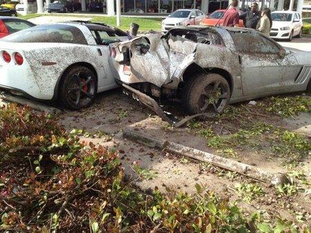 Dolorpasión™: Un conductor bebido se lleva por delante una fila de Corvettes nuevos