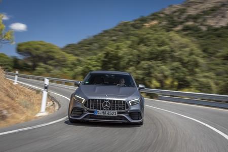 Mercedes-AMG A45 S en curva