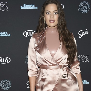 Ashley Graham se planta en ropa interior y pijama en la fiesta de Sports Illustrated (y, por supuesto, triunfa)