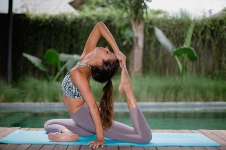 Cinco rutinas de Yoga en español que puedes hacer en 30 minutos