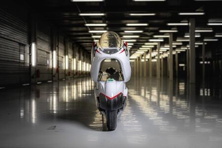 La que promete ser la moto eléctrica más rápida del mundo tiene truco: un enorme agujero en medio para mejorar la aerodinámica