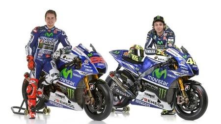 Jorge Lorenzo y Valentino Rossi con las motos del Movistar Yamaha MotoGP 2014