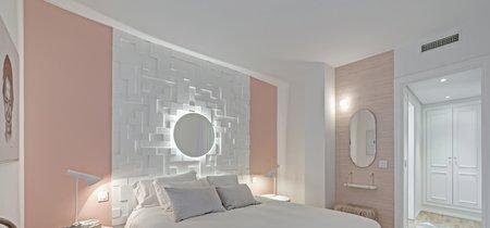 Creando un falso cabecero en el dormitorio con molduras e iluminación indirecta