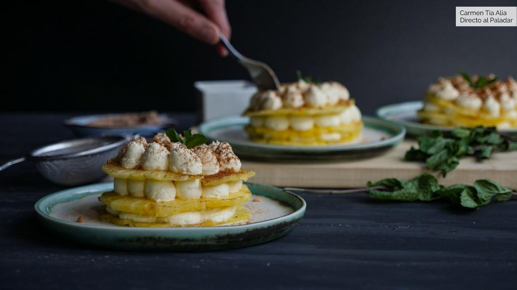 Milhojas de piña y crema de mascarpone, receta de postre fácil y rápido (con vídeo incluido)