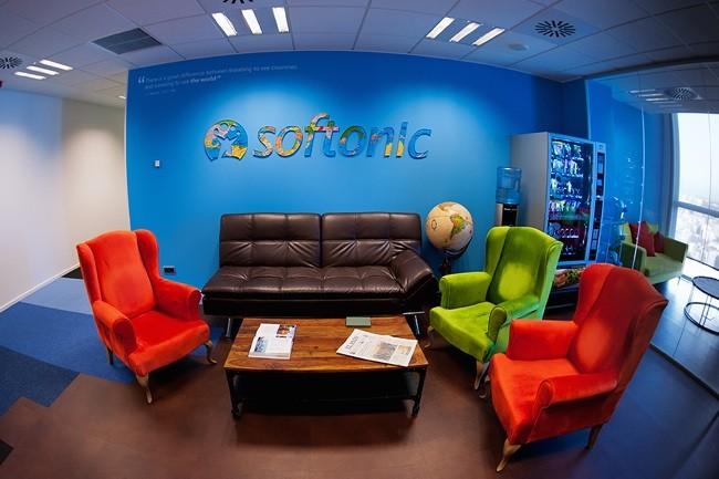 Espacios para trabajar las oficinas de softonic for Decoracion de oficinas creativas