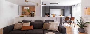Líneas contemporáneas y espacios muy funcionales en la reforma de este piso en Barcelona