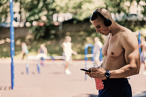 Cinco ejercicios de CrossFit que puedes hacer en el parque
