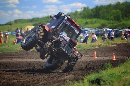 Competiciones Curiosas: carreras de tractores en Rusia