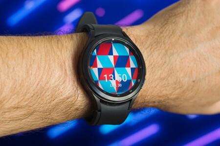 El Samsung Galaxy Watch4 Classic por casi 55 euros menos en Amazon: smartwatch con Wear OS 3 y medición de la composición corporal