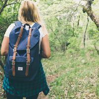 Cómo viajar solo con una mochila de mano