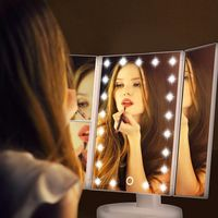 Espejo de maquillaje profesional con luces LED por 18,99 euros y envío gratis en Amazon