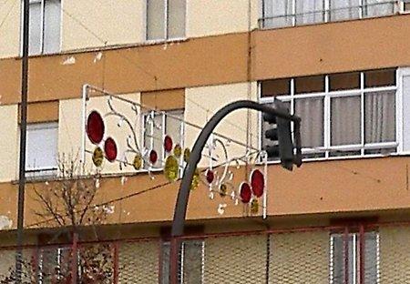 La navidad llega Valladolid, y lo hace tapando semáforos