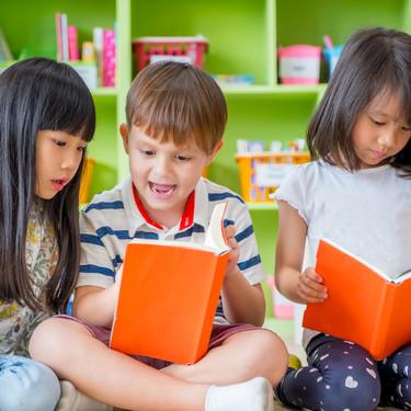 Un colegio de Barcelona censura 'Caperucita Roja' y otros 200 cuentos clásicos infantiles por tóxicos y sexistas