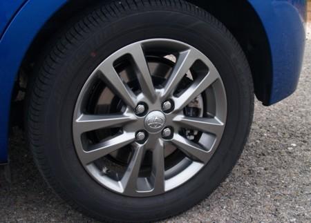 Neumáticos, amortiguadores y frenos: el 'triángulo' fundamental de la seguridad activa