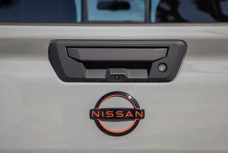 Nissan Pick Up 2