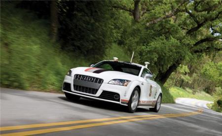 ¿Debería tu coche autónomo ponerte en peligro en caso de accidente si así se salvan más vidas?