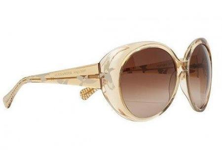 Gafas de sol Alexander McQueen color miel: ideales para cuando estás bronceada
