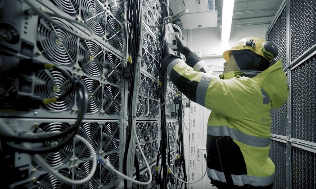 A esta granja de Bitcoin la amenazan con cortarle la luz: consume tanto que no hay energía bastante para los ciudadanos