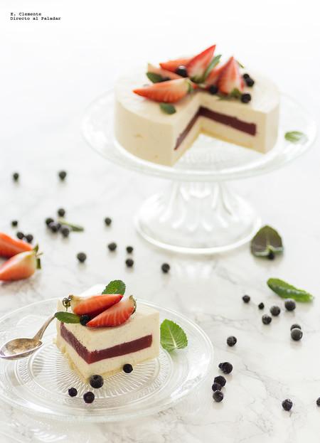 tarta mousse de queso crema con interior de fresa