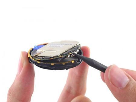 iFixit desmonta el Moto 360, revelando detalles interesantes