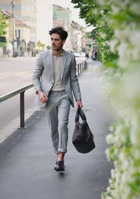 El Mejor Street Style De La Semana Se Inspira En El Urbanismo Y Los Grises De La Ciudad 03
