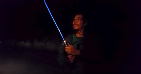 Youtubers crean una versión terrícola de un Lightsaber de Star Wars