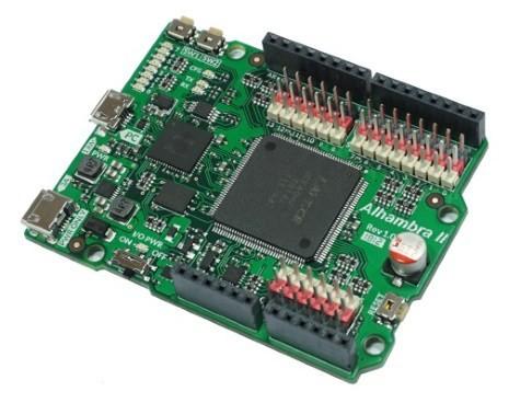La Alhambra II open board es una placa FPGA open source compatible con Arduino, entre otros Arduino Uno y Zum.