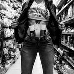 """""""Quería hacer un reportaje global de la mujer en el mundo del graffiti"""": JEOSM, autor del fotolibro 'Ellas'"""