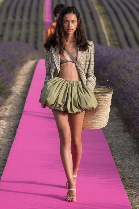Clonados y pillados: la minifalda abullonada de Jacquemus se traslada a la nueva colección de Zara