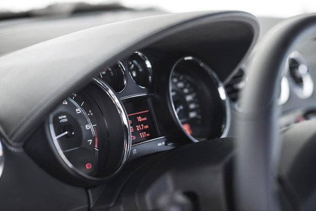 Peugeot RCZ 2013. Panel de instrumentos