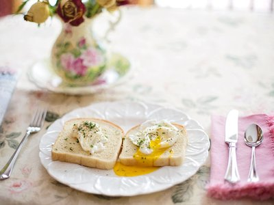 Huevos pochados perfectos en 4 minutos. Receta fácil