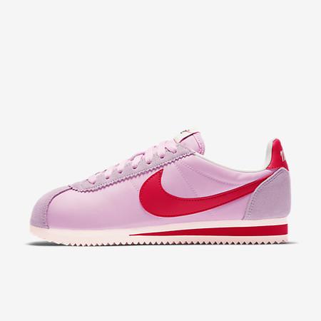 66a50a2eed3 Nike nos ofrece las zapatillas Classic Cortez Nylon Premium en rosa ...