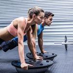 Siete ejercicios que puedes hacer con un Bosu para entrenar todo tu cuerpo
