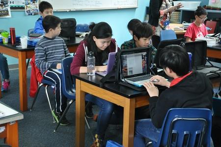 Reino Unido instala spyware hasta en las escuelas, algo que podría ser normal en Europa