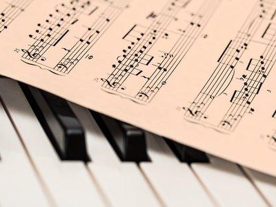 Qué se puede conseguir a día de hoy con un algoritmo componiendo música