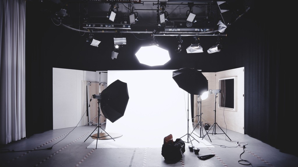 Guía de iluminación para grabar vídeos en casa: anillos de luz, antorchas, focos, kits y más