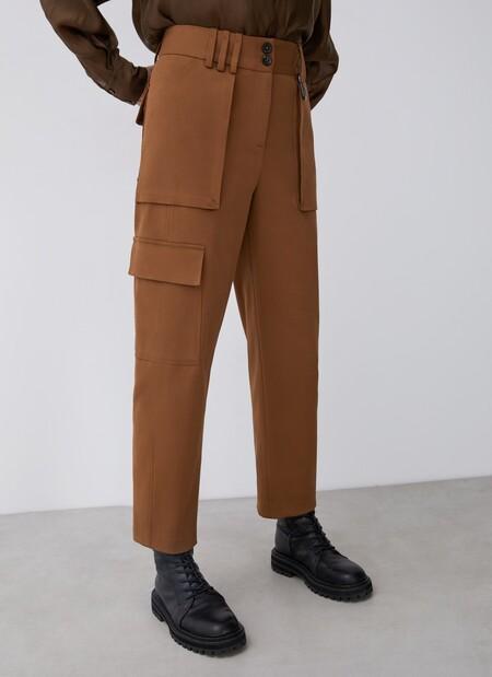 https://www.adolfodominguez.com/es-es/pantalon-cargo-con-maxibolsillos-268222901102.html
