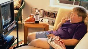 Reduce el peso de los niños obesos limitando la tele