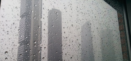 Más tóxica que muchas aguas fecales: la lluvia no limpia la contaminación, la cambia de lugar