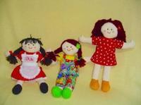 Los niños juegan con coches y las niñas, con muñecas