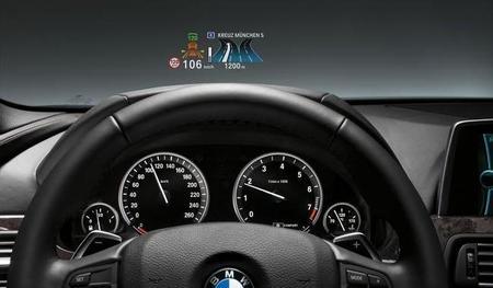 La información en el parabrisas, cada vez más normal en los nuevos automóviles