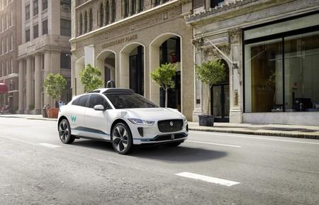 El escándalo del coche autónomo no frena a Waymo y Jaguar. Habrá 20,000  i-Pace sin conductor en 2020