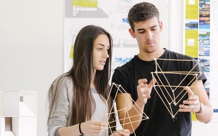 Alumnos Realizando Prototipos1
