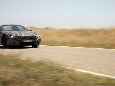Video: El BMW i8 Roadster ya rueda sin techo en vía pública, pero aún con camuflaje