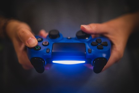 Facebook ya no es la que era: Sony elimina la integración de PlayStation 4 con la red social