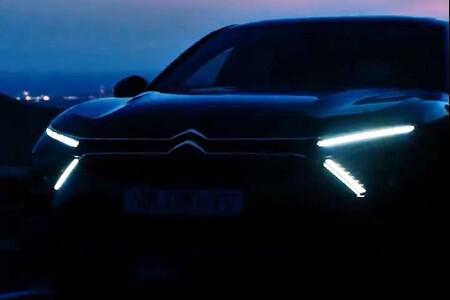El nuevo Citroën C5 se ha dejado ver antes de su presentación y, no, no va a ser una berlina convencional