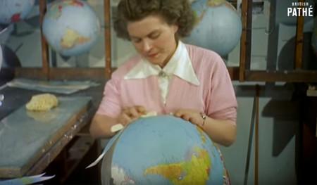 El maravilloso proceso artesanal con el que se fabricaban antiguamente los globos terráqueos