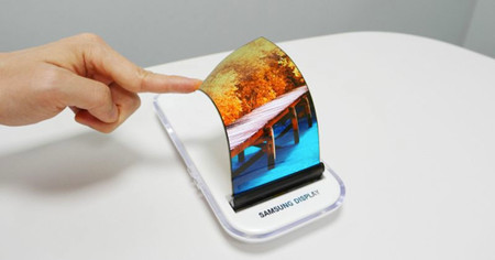 Ahora sí, Samsung confirma que venderá móviles con pantalla flexible y el primero será un Galaxy Note en 2018
