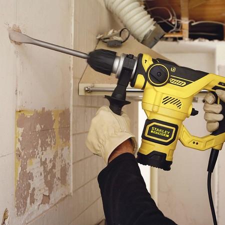 Oferta del día en Amazon: el martillo percutor Stanley Fatmax FME1250K-QS está rebajado a 115,99 euros