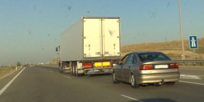 Reglas para conducir con riesgo en vías rápidas
